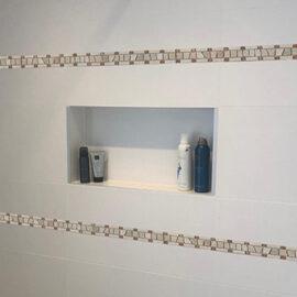 B500 boven strip tegel strip badkamer