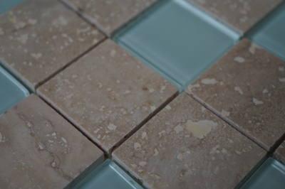 Glastegels met natuursteen voor wand