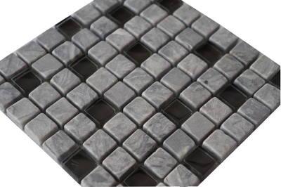 Grijze tegels van marmer en glas